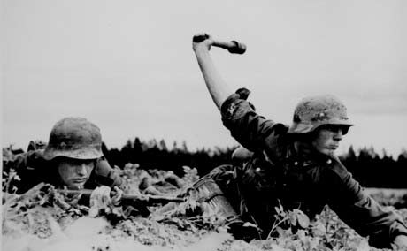 german-infantry-attacking-russia-1941